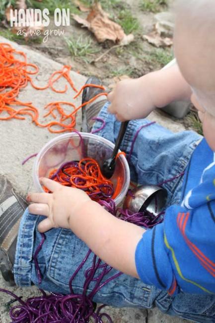 halloween-bambini-spaghetti-colorati